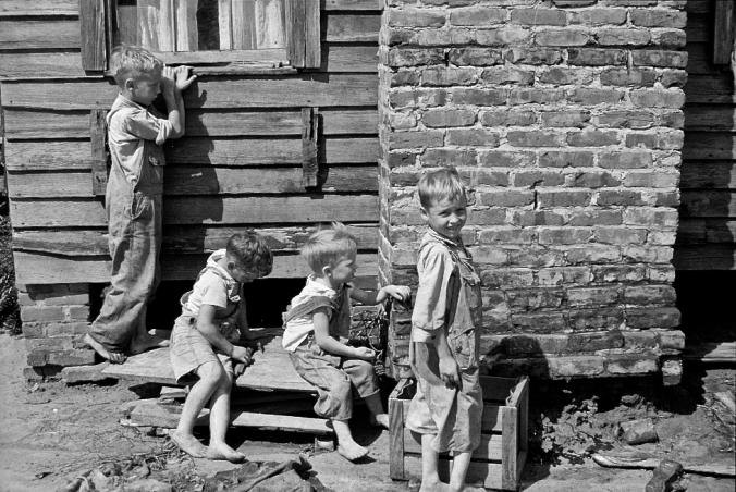 augus-1935-wolf-creek-farms-grady-county-ga-children-of-resettled-farmer-playing-arthur-rothstein-library-of-congress-georgia-in-the-great-depression-vanishing-media-usa-2012 rev